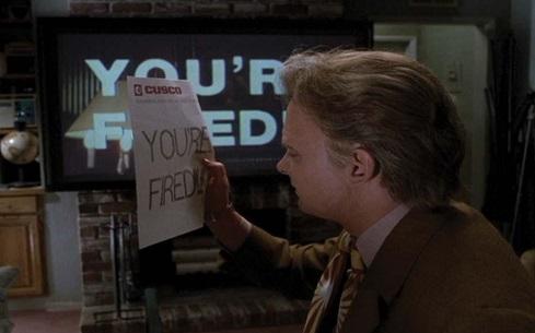 Scena da Ritorno al Futuro 2 con Marty McFly che guarda il fax di licenziamento con scritto YOU'RE FIRED