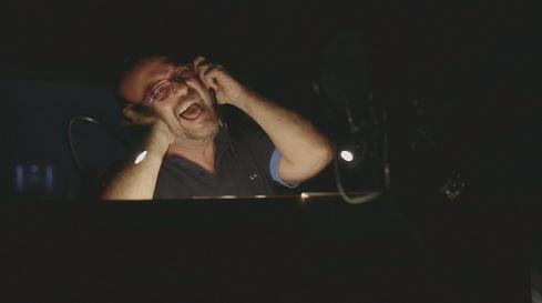 Roberto Pedicini quando risponde al telefono agli americani e li invita a mangiare spaghetti a casa sua.