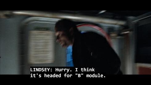 Scena del film The Abyss, l'equipaggio segue la protuberanza acquatica verso la testata nucleare