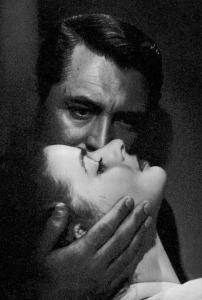 Cary Grant e Joan Fontaine nel film Il sospetto di Alfred Hitchcock